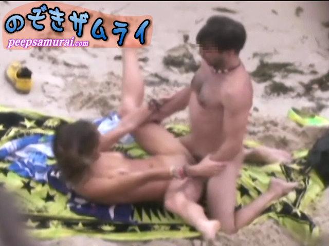 ヌーディストビーチで大胆な外人さん4