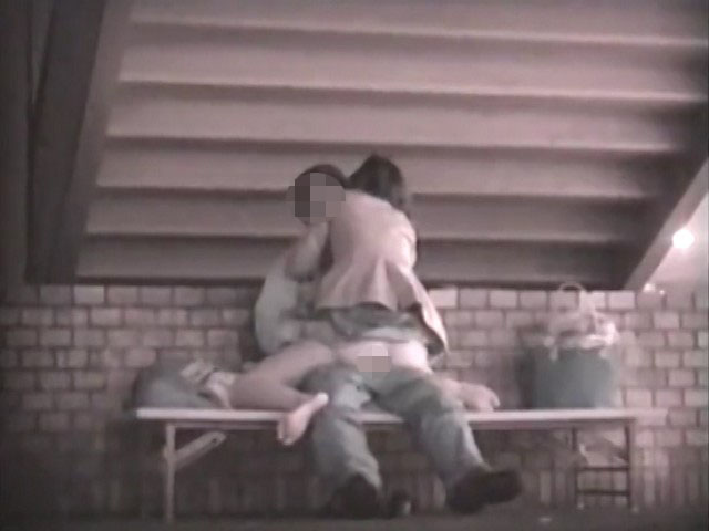 階段下のラブラブベンチ 1