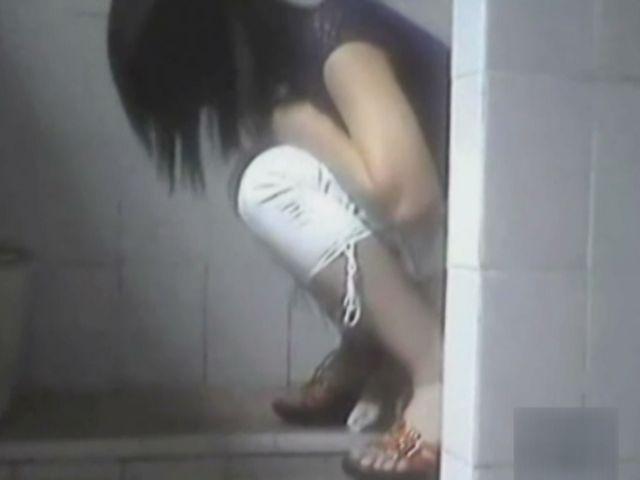 素人 - 別次元!あの国のトイレ事情