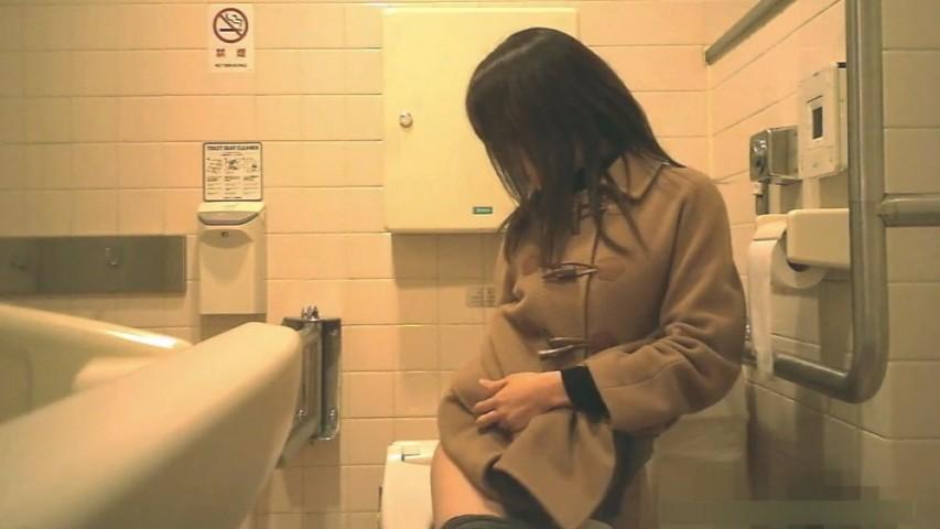 共用トイレでフェラ 【個人撮影】素人 ロ リなアラサーちゃん