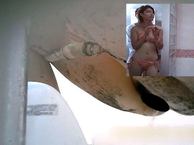 素人:ビキニ美女達の絶品和式放尿【のぞきザムライ】